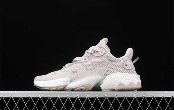 Adidas Torsion X Schuhe über einem traditionellen